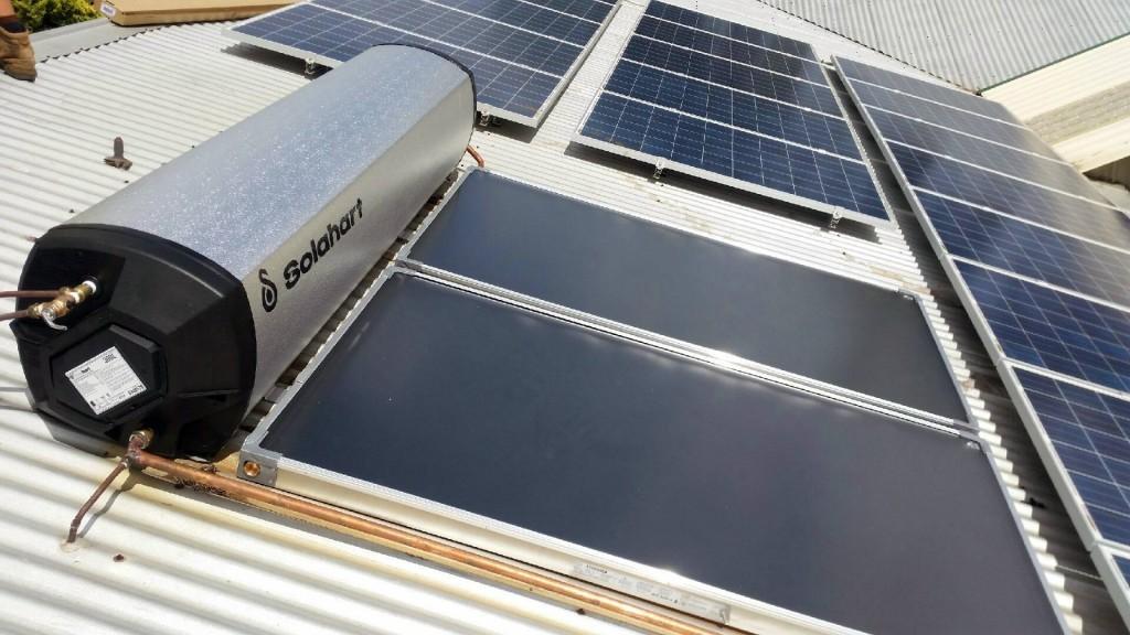 chauffe eau solaire solahart 180 300 litres. Black Bedroom Furniture Sets. Home Design Ideas